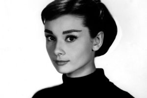 Audrey Hepburn (B&W) HD