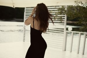 Nice woman in black dress 5K