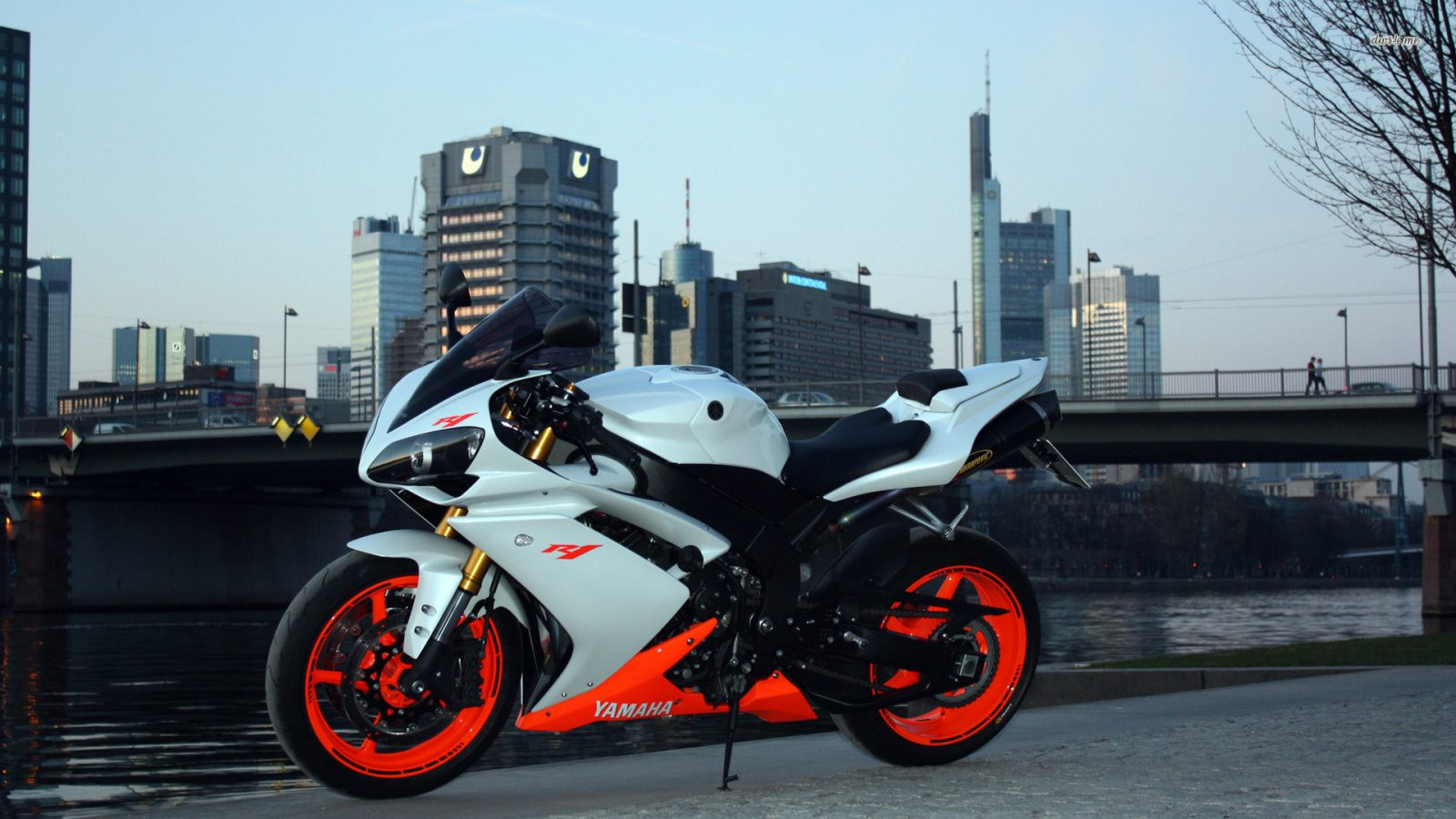 Yamaha YZF-R1 (Orange & White) HD Wallpaper