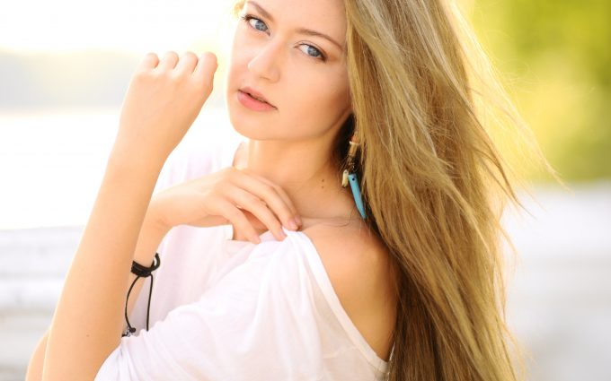 Beautiful woman with blonde hair 4k