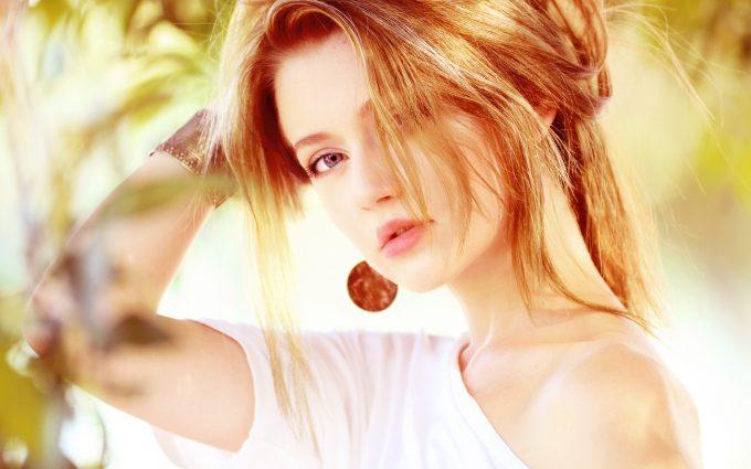 Beautiful woman with blonde hair ultrahd