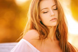 Gorgeous Woman With Dark Blonde Hair 4K