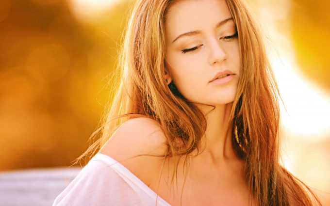 Gorgeous woman with dark blonde hair 4k